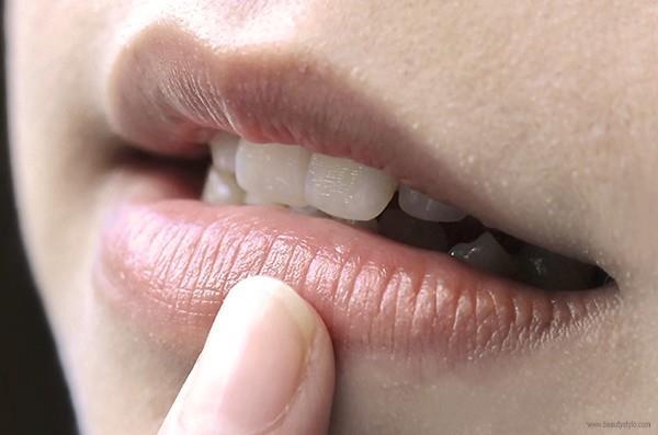 Cara Memakai Lipstik yang Benar Agar Tahan Lama